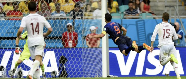 Netherlands's Robin van Persie jumps and scores a headball goal during a Group B match between Spain and Netherlands of 2014 FIFA World Cup in the Arena Fonte Nova Stadium in Salvador, Brazil, June 13, 2014.  (Photo:Xinhua/Cao Can.IANS)